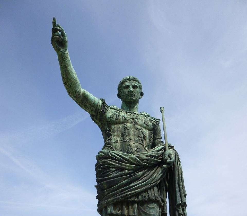 8 leadership lessons you can learn from Julius Caesar