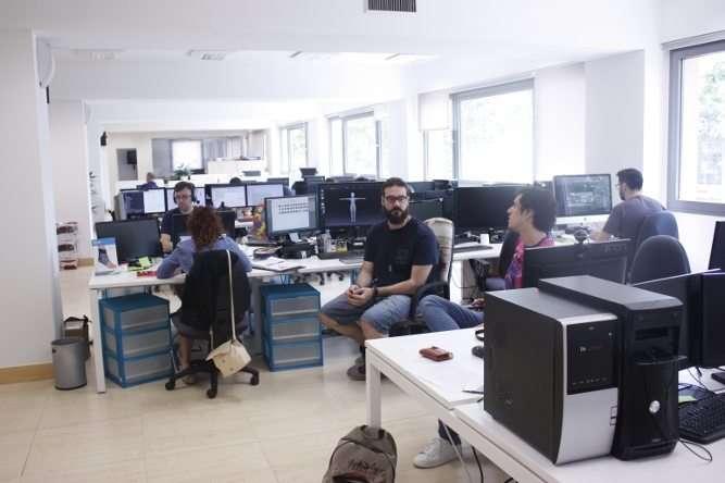 Tables dans les bureaux de Madrid
