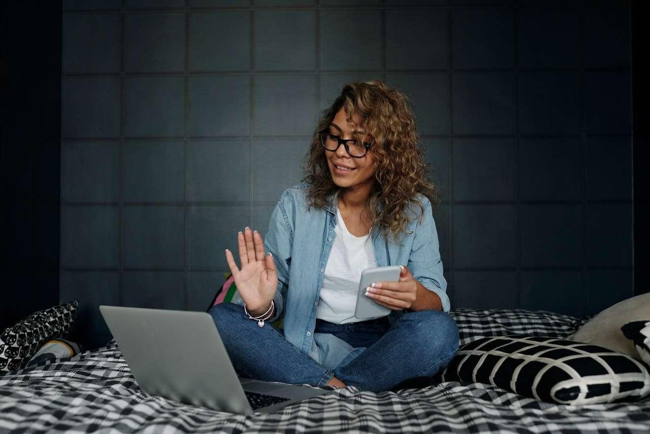 La formation en ligne vs l'éducation traditionnelle : ce que vous devez savoir
